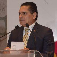 El gobernador Silvano Aureoles anuncia que hoy se están pagando bonos rezagados a profesores