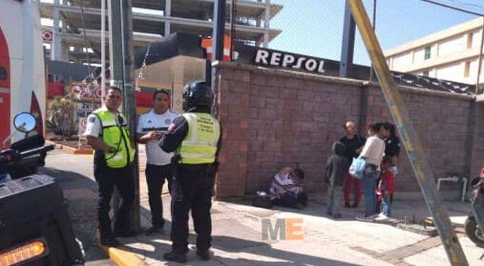"""Madre e hijos caen de camión """"Villas"""" en Morelia"""