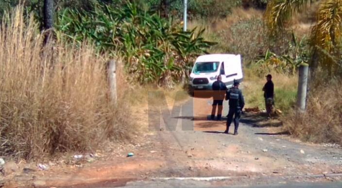 Encuentran el cadáver de un hombre con heridas de bala en la Playa El Bejuco en LC, Michoacán