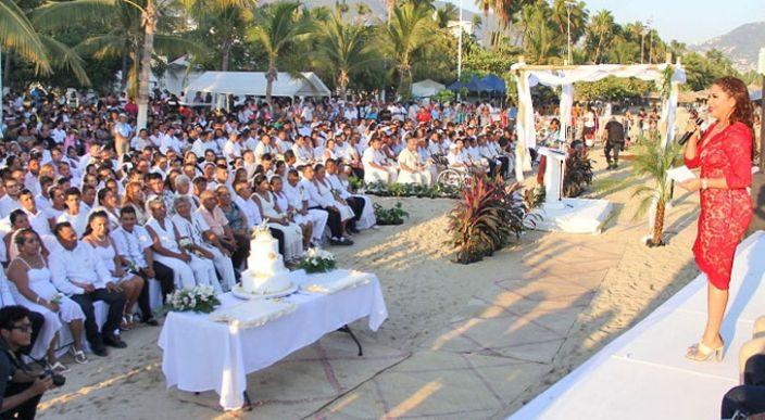 Boda colectiva en Acapulco, Guerrero, más de 250 parejas contrajeron matrimonio