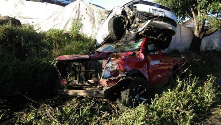 En aparatoso accidente, conductores salvan su vida de milagro en Los Reyes, Michoacán