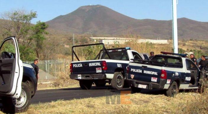 Luego de chocar y darse a la fuga, un hombre queda herido al enfrentarse con la policía, en Zamora, Michoacán