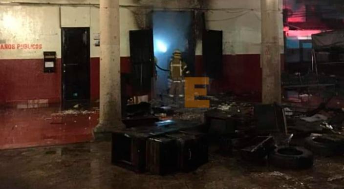 Se incendia Oficialía Mayor del Ayuntamiento de Paracho, Michoacán