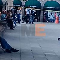 Hombre muere en una banca de la Plaza de Armas en Morelia, Michoacán