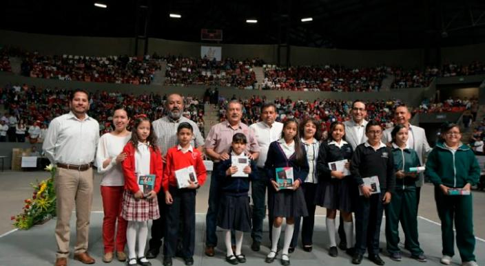 Ayuntamiento de Morelia informa, entregó 3 mil tablets a estudiantes de nivel básico