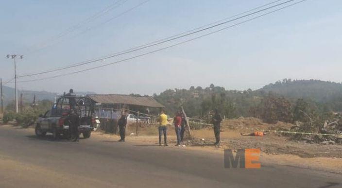 Hombre muerto con varios impactos de bala, es localizado en la carretera Uruapan – Ziracuaretiro