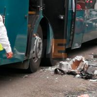 Genera susto la explosión de una granada de humo en maletero de un autobús en Uruapan