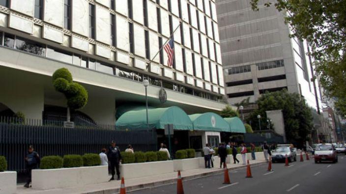 Acusan a ex trabajador de la embajada de EU de abusar de 22 mujeres