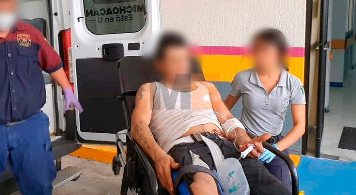 Es atacado a balazos cuando podaba el césped de su casa en Jacona, Michoacán