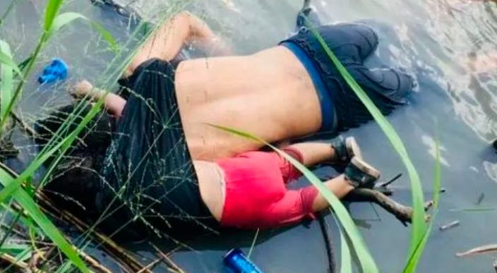 Causa consternación la fotografía de un padre y su bebé muertos en el Río Bravo