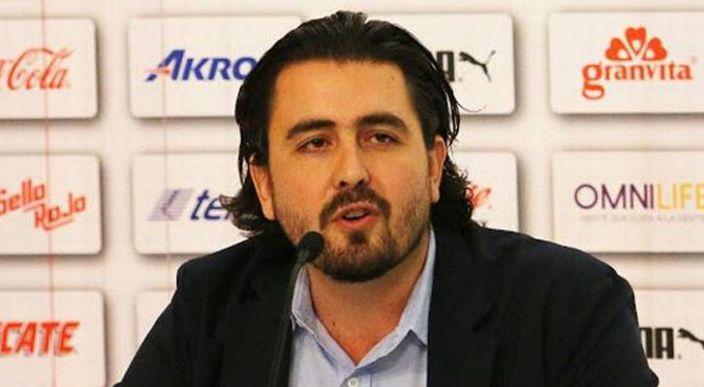 Amaury Vergara toma el control de las Chivas Rayadas