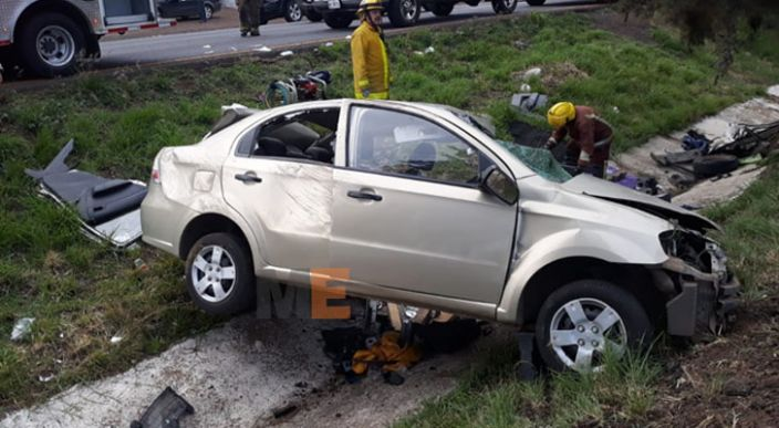 Tres personas lesionadas, al volcar su auto en la carretera Morelia – Pátzcuaro