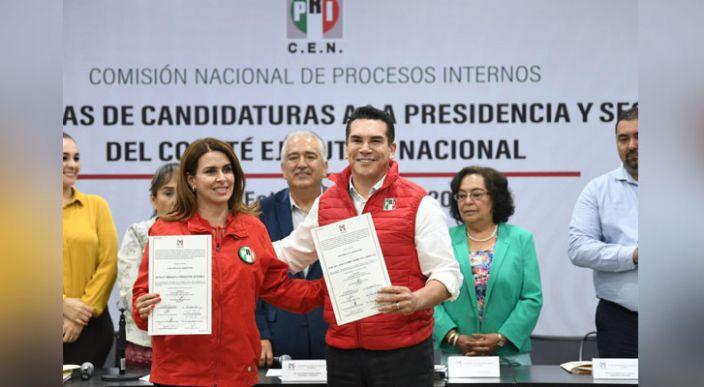 PRI entrega dictamen de procedencia a las respectivas candidaturas de Alejandro Moreno y Carolina Viggiano