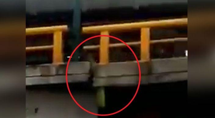 """En Edomex """"reparan"""" un puente con una tablita"""