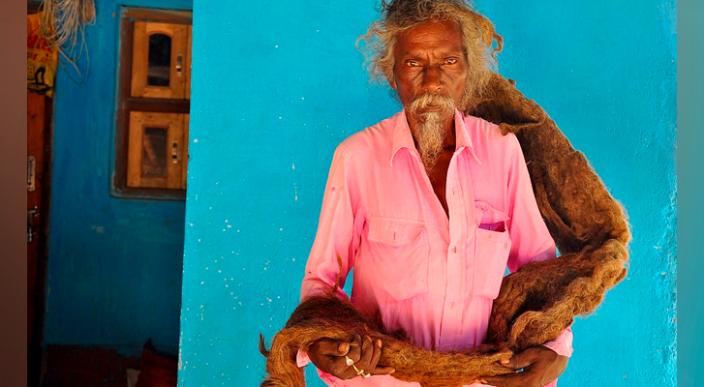 """Hombre indio pasa 40 años sin lavarse sus rastas las llama """"bendiciones de Dios"""""""