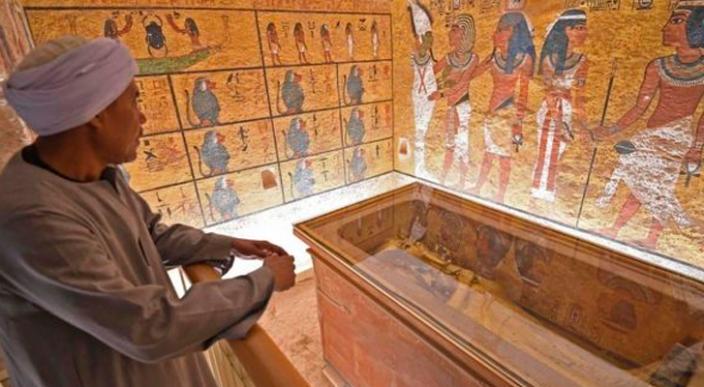 Inician la primera restauración del ataúd dorado del faraón Tutankamón