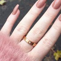Colocarte uñas de acrílico podría provocarte una infección