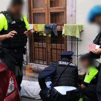 Policías y paramédicos salvan a adulto mayor víctima de un infarto, en el centro histórico de Morelia