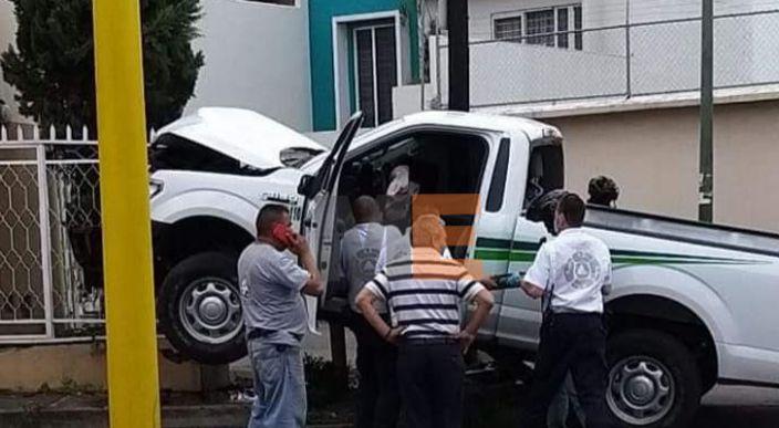 Asesinan a conductor de camioneta y esta se estrella contra una casa en Uruapan, Michoacán