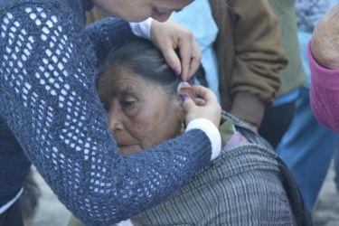 anciana-aparato-escuchar