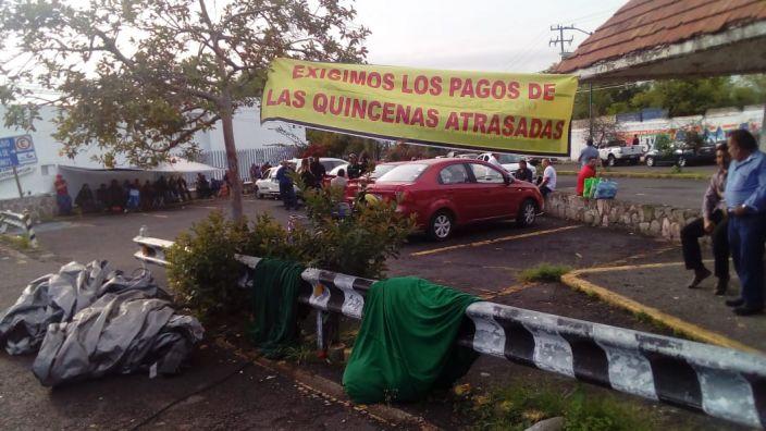 Trabajadores de la Junta de Caminos en Michoacán suman tres quincenas sin pago
