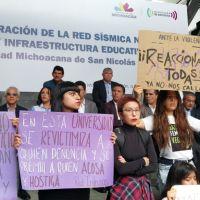 Grupo de mujeres presuntamente violentadas interrumpen acto de la UMSNH