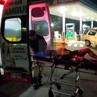 Hombre termina en el hospital tras derrapar con su motocicleta en Apatzingán, Michoacán