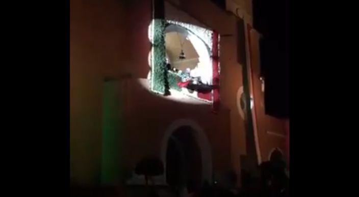 Durante ceremonia del Grito de Independencia a edil se le cae la bandera (Video)