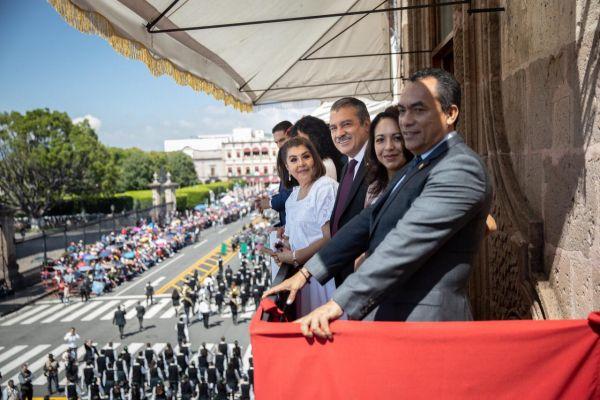 Armonía, buen ánimo y aplausos en desfile conmemorativo a la Lucha de Independencia: Raúl Morón