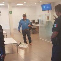 Sujeto toma rehenes en el banco de pachuca y amenaza con detonar una bomba (Video)