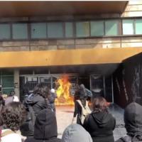 Encapuchados incendian y generan destrozos en la UNAM (Videos)