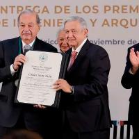 AMLO entrega Premio Nacional al empresario Carlos Slim Helú
