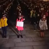 """Así reaccionaron feministas a un hombre que les gritó """"Ahora para casa a hacer la cena"""" (video)"""