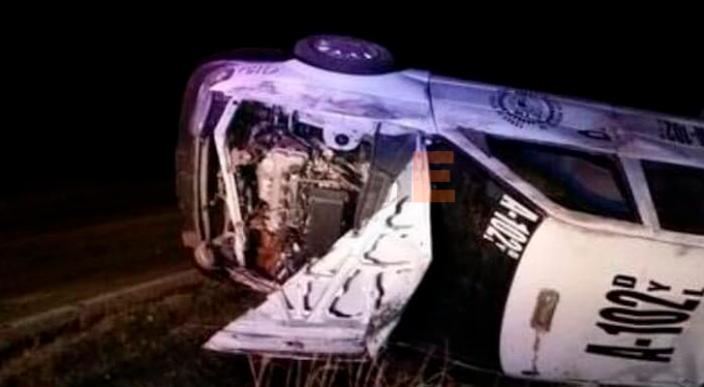 Mujer pierde la vida al volcar un taxi; hay dos menores heridos en la carretera Chapitiro