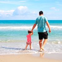 Dar un paseo por espacios azules como playas se asocia a la mejora de la salud mental