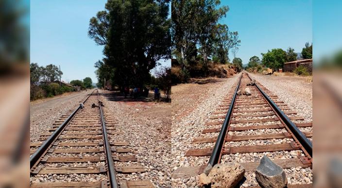 Reportan bloqueo de las vías del tren en Tiripetío