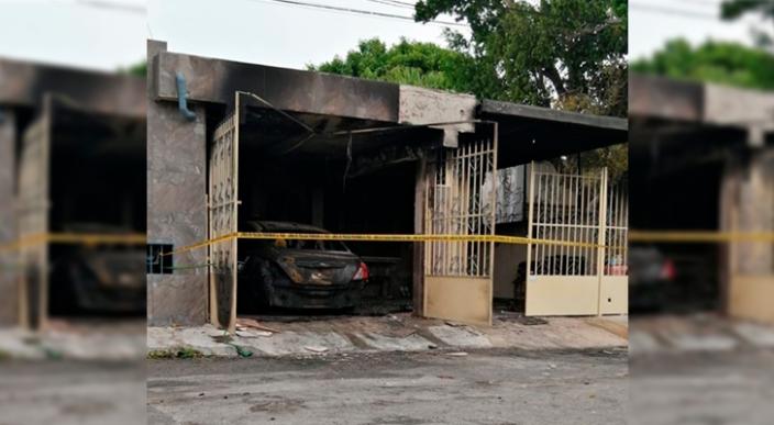 Sujetos prenden fuego a casa y auto de un enfermera, en Mérida