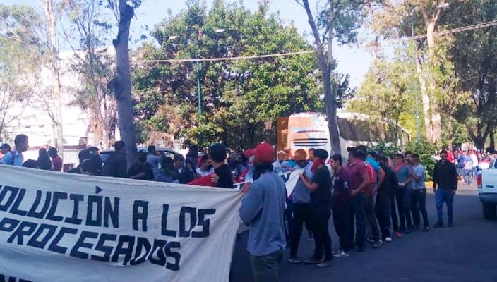 Nueve normalistas pasan a prisión preventiva por bloqueos en Michoacán