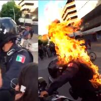 Un Joven prende fuego a oficial, en manifestación de Guadalajara (Video)