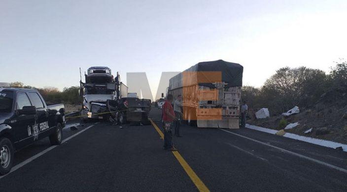 En accidente fallecen tres policías en la carretera Siglo XXI