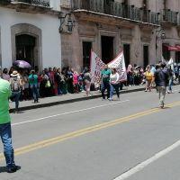 CNTE y FNLS se manifiestan afuera del Congreso Michoacano