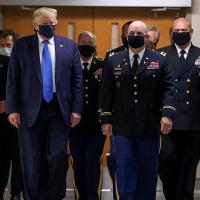 Por primera vez, captan a Trump portando cubrebocas