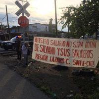 Maestros de Lázaro Cárdenas insisten en rechazo a la tarjetización