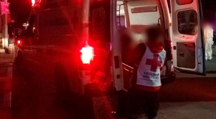 Choque entre motocicleta y automóvil deja un muerto y una herida en el centro de Morelia, Michoacán