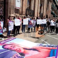 Familiares y sociedad michoacana piden la aparición de la joven Jessica González