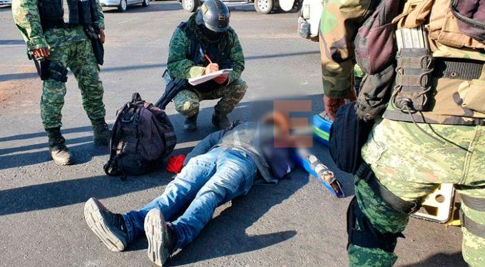 Hombre resulta herido al chocar su moto contra patrulla del Ejército Mexicano en Zamora