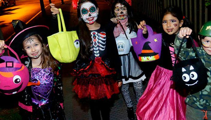 Piden dulces previo a Halloween y encuentran drogas en su canasta de dulces