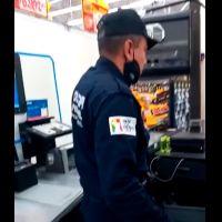 Policia roba en supermercado en Neza (video)