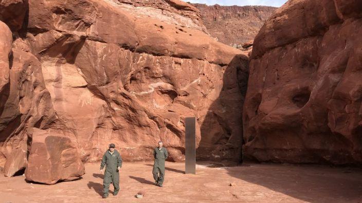 Descubren monolito metálico en el desierto de Utah