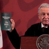 """AMLO presenta """"Guía Ética para Transformar a México"""" indica criminales pueden redimirse con terapia psicológica"""